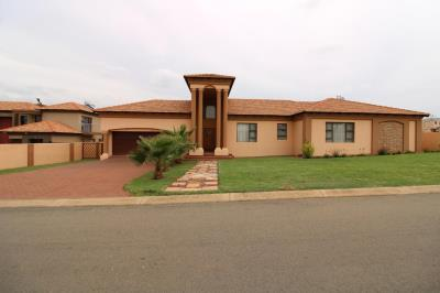 4 Bedroom House for Sale in Three Rivers East, Vereeniging - Gauteng